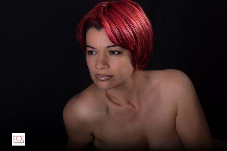 Femme aux cheveux rouge