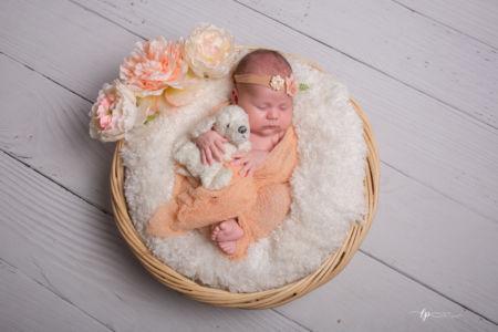 Bébé protégé par son doudou