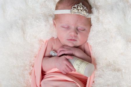 Princesse et sa bouteille de champagne