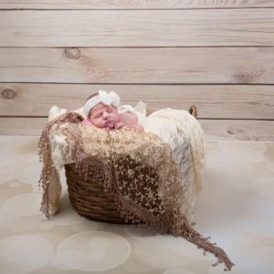 Bébé dans son panier tout doux