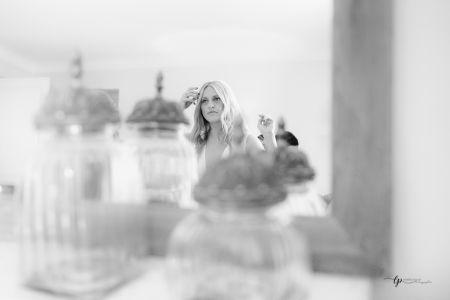 Reflet de la mariée dans la miroir