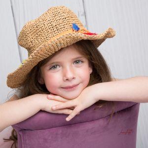 Lola et son chapeau de paille