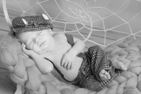 Bébé dans son hamac