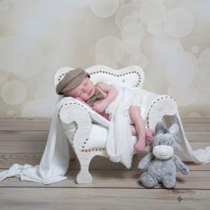 Bébé endormi dans son sofa